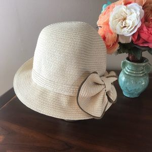 Accessories - 🛍Cream & Tan Straw Sun Hat With Side Bow